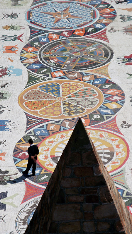 Mosaic walkway_at_the_Donkin_Reserve_Port_Elizabeth_South_Africa